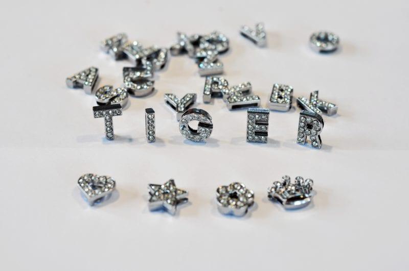 Buchstaben Halsband